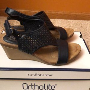 Croft & Barrow Ortholite sandals. Blue.